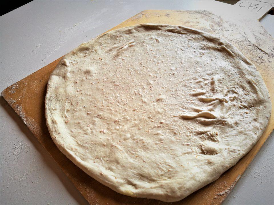 stesura impasto pizza