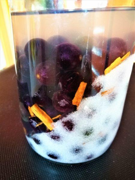 Uva fragola,alcol, spezie e zucchero
