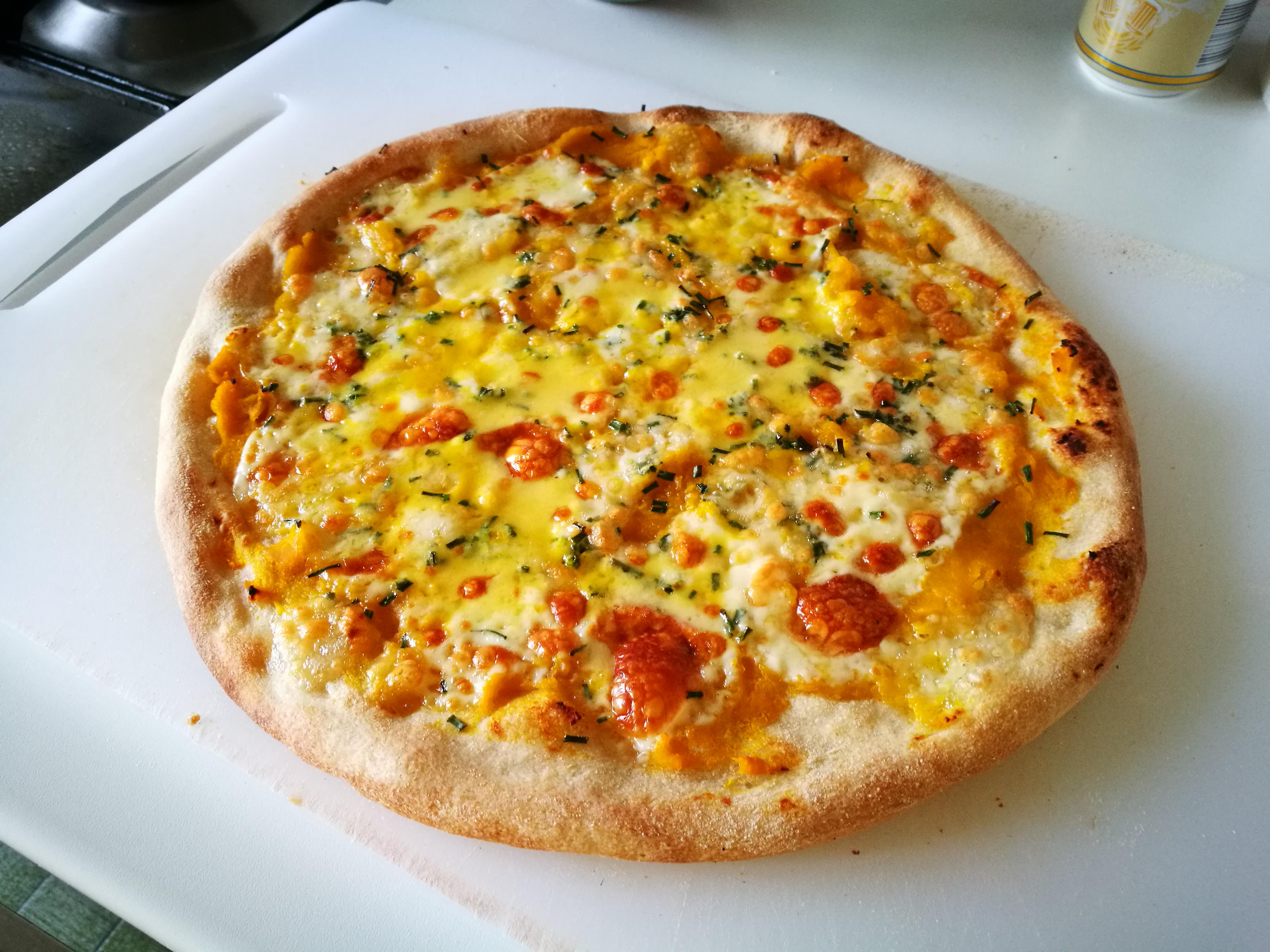 Pizza zucca, taleggio, erba cipollina